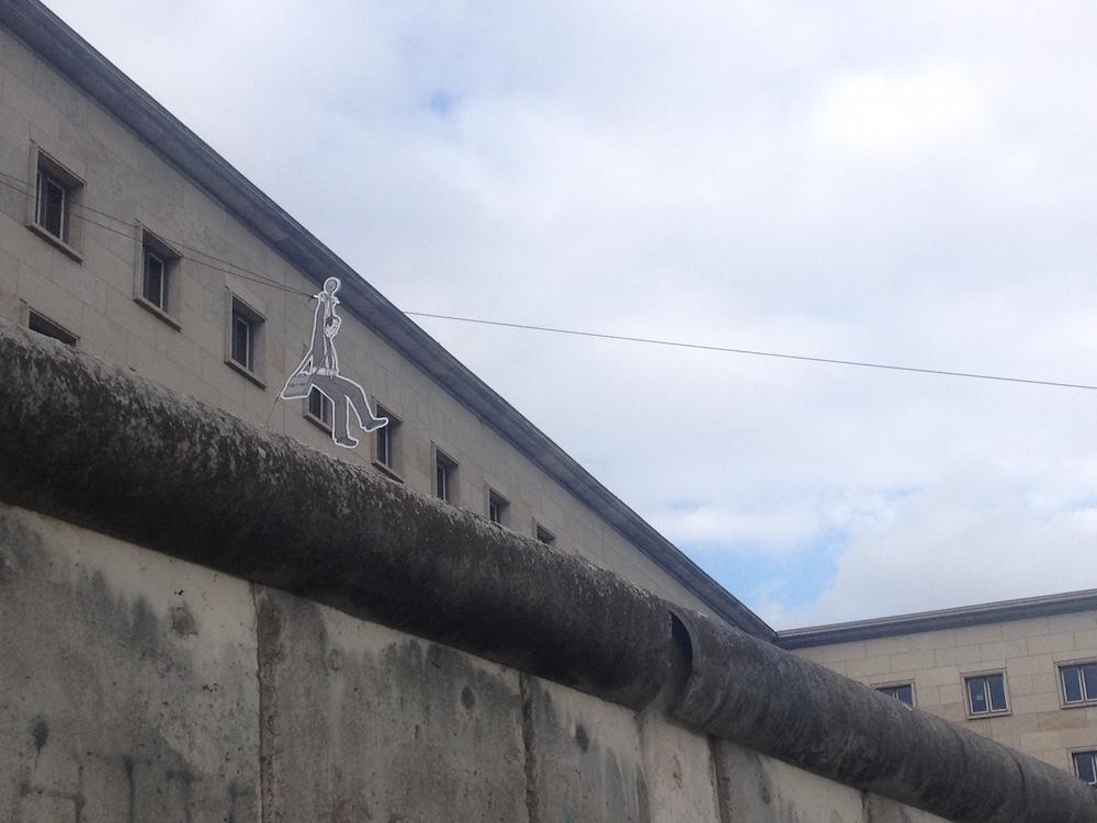 Inszenierte Flucht über die Mauer